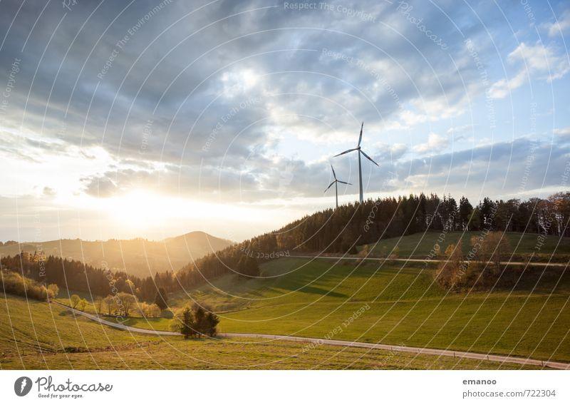 Wind und Sonne Ferne Freiheit Berge u. Gebirge Energiewirtschaft Erneuerbare Energie Sonnenenergie Windkraftanlage Energiekrise Umwelt Natur Landschaft Himmel