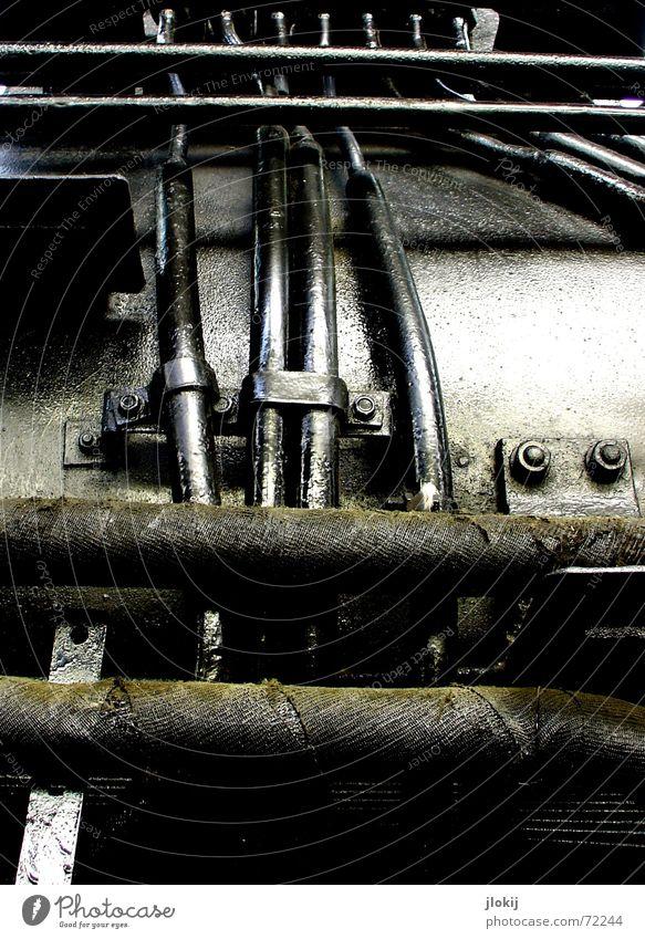 Gleis 24 Lokomotive schwarz Museumsstück Gleise Detailaufnahme alt Leitung Eisenbahn