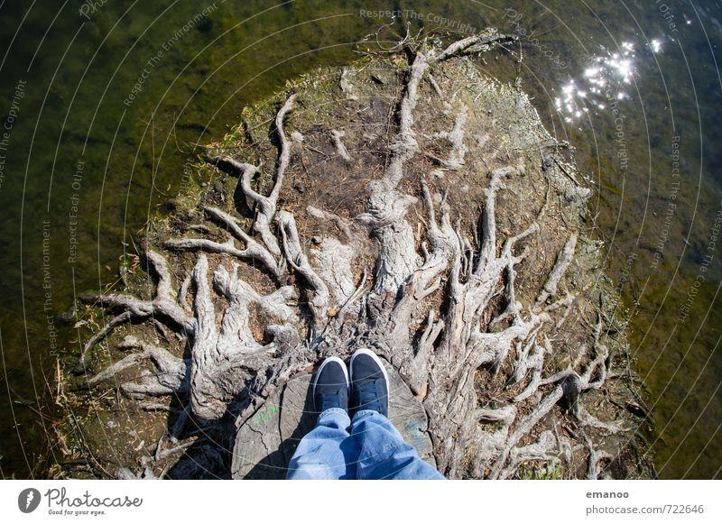 back to the roots Lifestyle Stil Freude Ausflug Abenteuer Mensch Mann Erwachsene Fuß 1 Umwelt Natur Wasser Baum See stehen Wachstum alt hoch kaputt braun