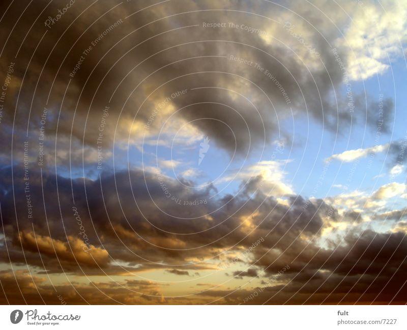 wolken Natur Himmel blau Ferien & Urlaub & Reisen ruhig Wolken oben Freiheit Unendlichkeit genießen Abenddämmerung kostenlos