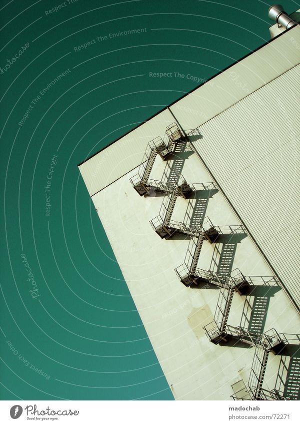 STAIRWAY TO HEAVEN | hochhaus gebäude architektur treppe himmel Himmel blau Einsamkeit Wolken Haus dunkel Fenster Leben Architektur Traurigkeit Stil Gebäude Freiheit fliegen oben rosa