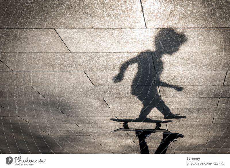 In Bewegung #2 Mensch Stadt Freude Sport Freizeit & Hobby Park Körper Kraft Zufriedenheit Geschwindigkeit Platz fahren Skateboarding Kontrolle Schattenspiel
