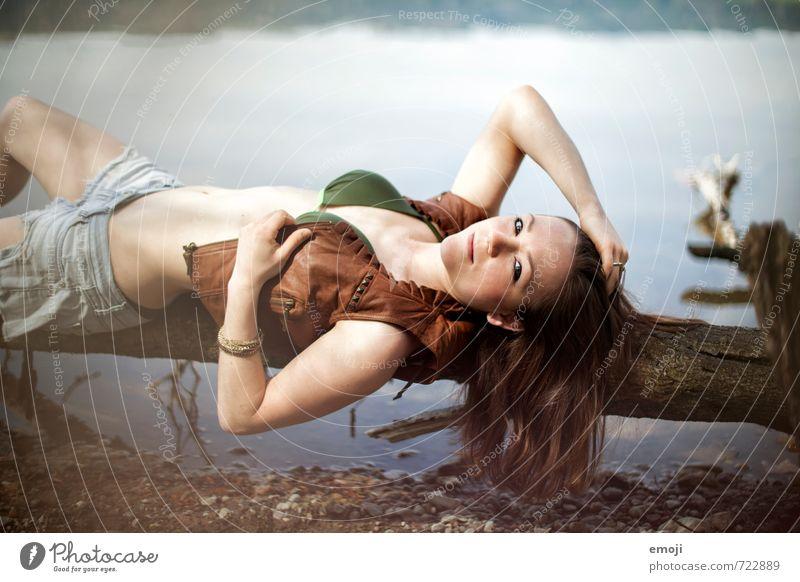 summer breeze feminin Junge Frau Jugendliche 1 Mensch 18-30 Jahre Erwachsene Mode Bikini schön Erotik liegen Seeufer räkeln Farbfoto Außenaufnahme Tag
