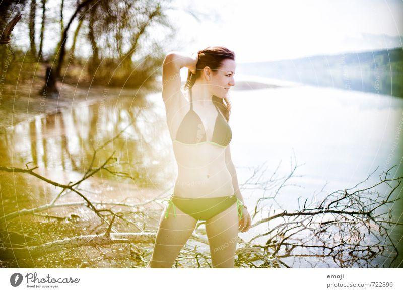 lakeside Mensch Jugendliche Junge Frau 18-30 Jahre Erotik Erwachsene feminin Mode dünn Bikini