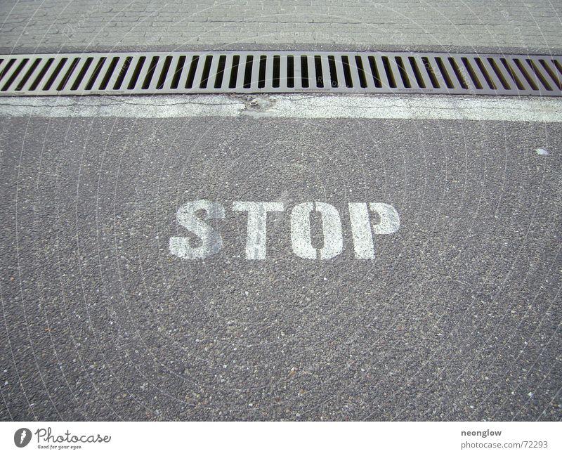 Grenzland Straße Linie Schriftzeichen stoppen Grenze Gitter