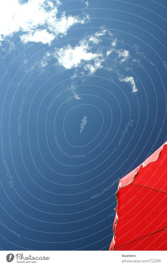 Bergsommertag Sonnenschirm Wolken Ferien & Urlaub & Reisen rot Himmel blau bergsommer schönwetter