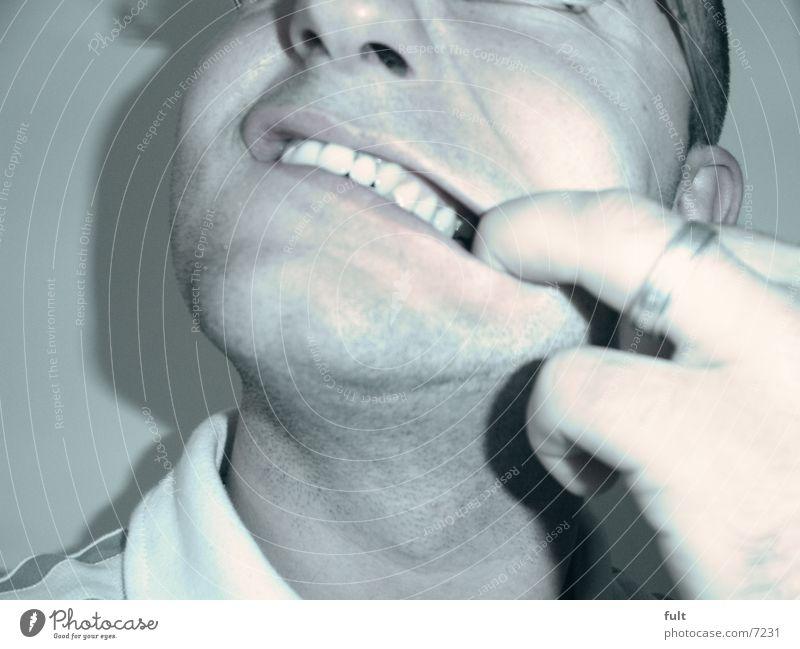 grinsen auflegen Mensch Mann Hand Gesicht Mund lustig Haut Nase Finger Kreis Zähne Lippen Bart Hals Grimasse Kinn