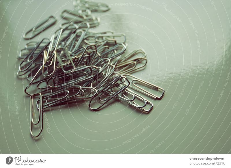 Klammern Metall Arbeit & Erwerbstätigkeit liegen glänzend mehrere festhalten viele chaotisch silber durcheinander Draht Haufen Chrom Büroklammern praktisch