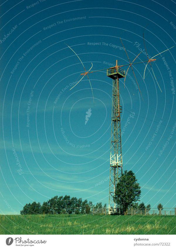 Wie ist Dein Empfang heute? Himmel Baum Sommer Wiese Niveau Fernsehen Stahl Gesellschaft (Soziologie) Strommast Vorrichtung