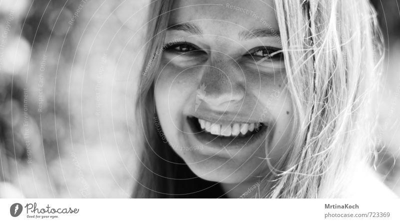 wir haben was zu lachen! Mensch Frau Kind Jugendliche Junge Frau Freude 18-30 Jahre Erwachsene Gefühle feminin Glück Kraft offen Zufriedenheit blond