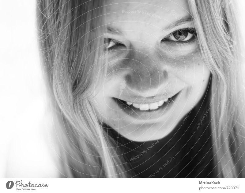 die gschicht isch besser. Mensch Frau Kind Jugendliche schön Junge Frau Freude Erotik Erwachsene feminin lustig lachen natürlich Kopf blond wild