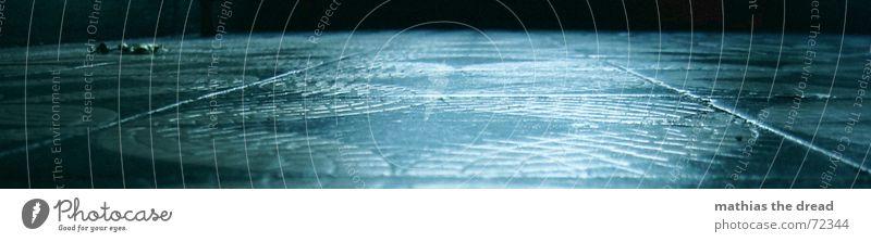 am Boden Blatt Einsamkeit dunkel kalt groß Bodenbelag Fliesen u. Kacheln Flur Panorama (Bildformat)