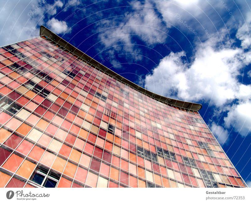 Pink ist Schick [1] Hochhaus Fassade Jalousie Reflexion & Spiegelung Fenster Kreuzberg gestaltbar modern gsw-hochhaus Berlin soap Himmel reflektion Glas