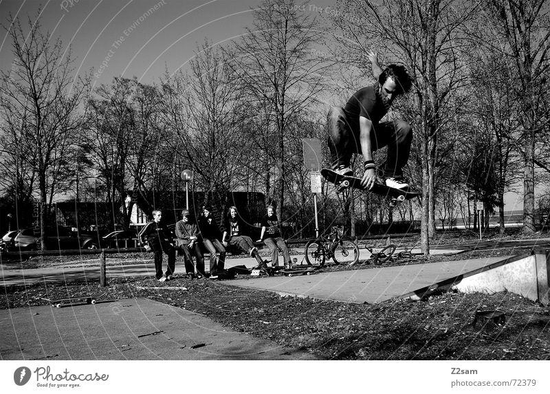 Indie-Air over Gap Sport Lifestyle oben springen Park Luft Aktion leer München Skateboarding Publikum Lücke Trick Funsport Musik Parkdeck