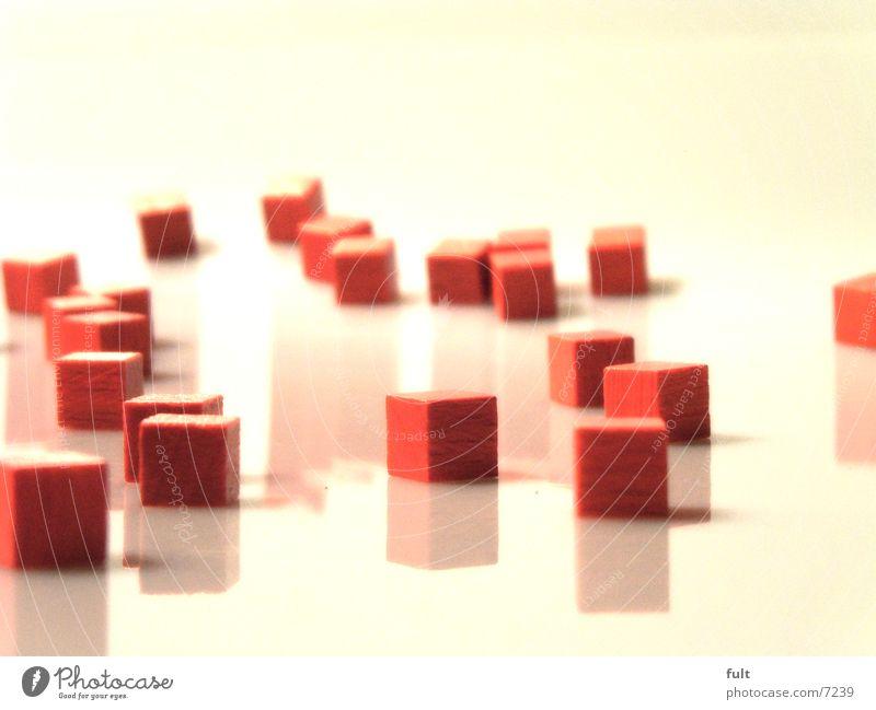 holzwürfel weiß rot Stil Kunst liegen Makroaufnahme Würfel eckig sinnlos nebeneinander