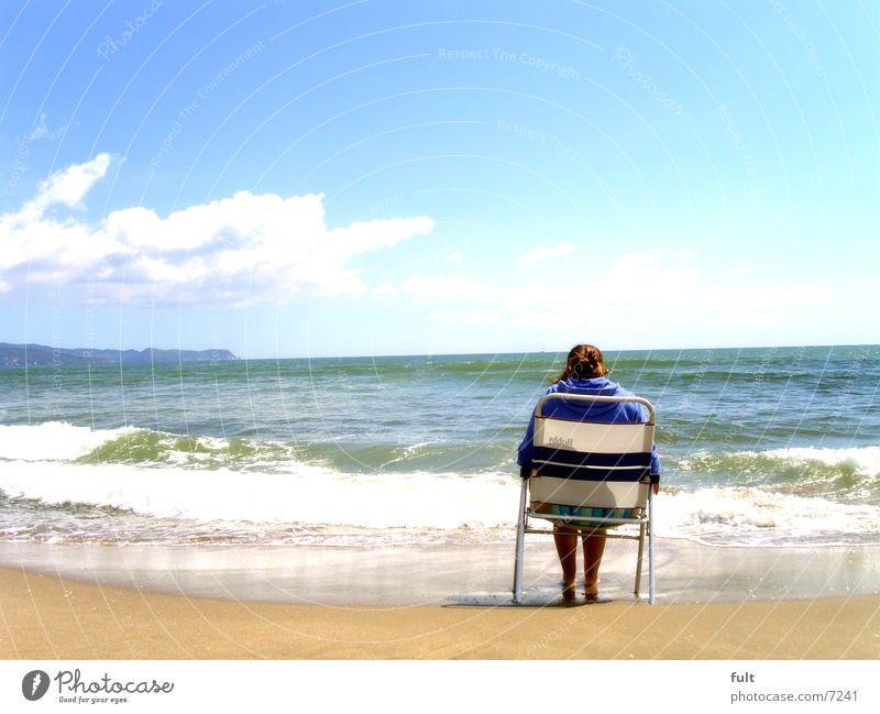 urlaub Strand Meer Costa Brava ruhig Erholung Frau Ferien & Urlaub & Reisen Wolken Wellen auslaufen Denken Rauschen Europa Aussicht stul sitzen Natur Mittelmeer