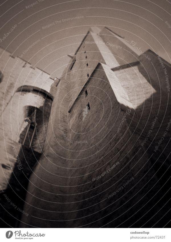 under siege Palast Burg oder Schloss Fassade Sehenswürdigkeit Wahrzeichen Palais du Pape Stein alt dunkel gigantisch historisch Kraft Macht Avignon Angriff