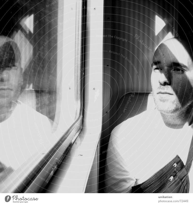bahnfahrn Mann weiß ruhig schwarz Fenster warten Eisenbahn sitzen Rahmen Spiegelbild Mensch S-Bahn Fensterrahmen