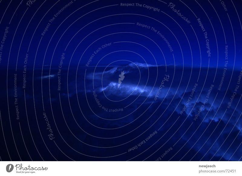 thundercloud Freiheit Natur Himmel Wolken Wetter Gewitter Blitze dunkel blau Stimmung Naturgewalt Meteorologie Menschenleer Dämmerung Nacht Langzeitbelichtung