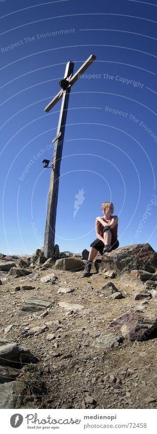 Oben_endlich! Frau Freude oben Berge u. Gebirge Freiheit Glück Zufriedenheit wandern Wetter Rücken Italien Alpen Gipfel Laterne Schweiß Südtirol