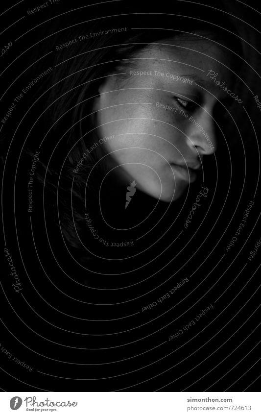 Melancholie schön feminin Hoffnung Glaube träumen Traurigkeit Sorge Trauer Tod Liebeskummer Müdigkeit Schmerz Sehnsucht Heimweh Fernweh Enttäuschung Einsamkeit