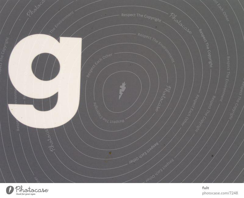 - G - weiß grau Schriftzeichen Werbung Medien Typographie
