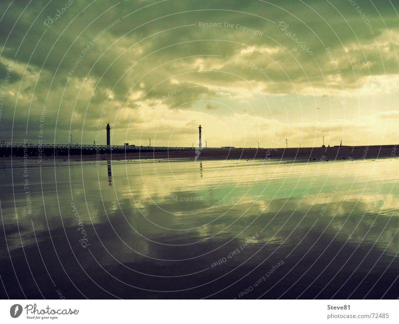 Offshore Wasser Himmel Sonne Meer grün Strand Ferien & Urlaub & Reisen Wolken Einsamkeit gelb Ferne Erholung See Landschaft Steg Strommast