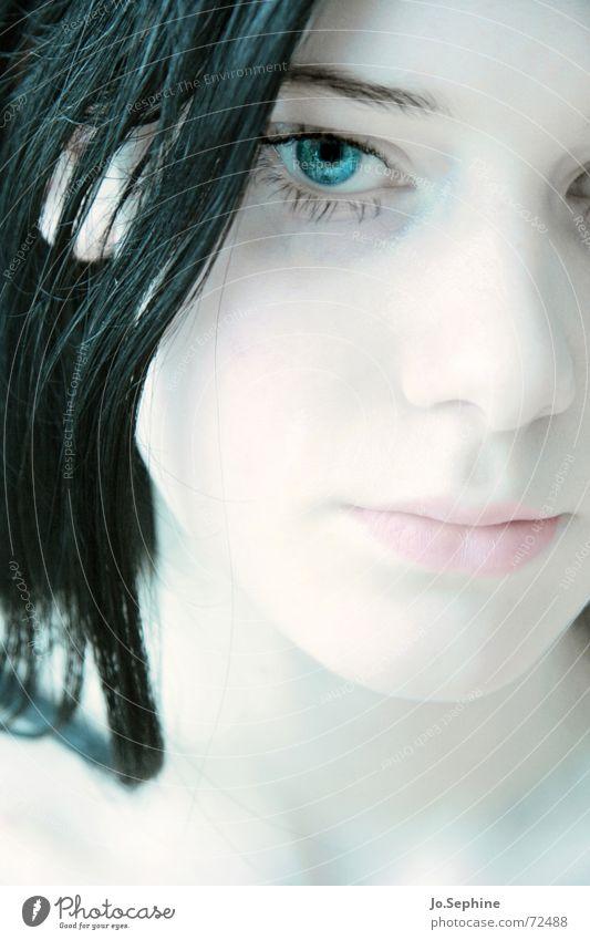 visage de porcelaine II Frau schön ruhig Gesicht Erwachsene Gefühle Traurigkeit träumen natürlich Haut Trauer rein zart langhaarig Gedanke bleich