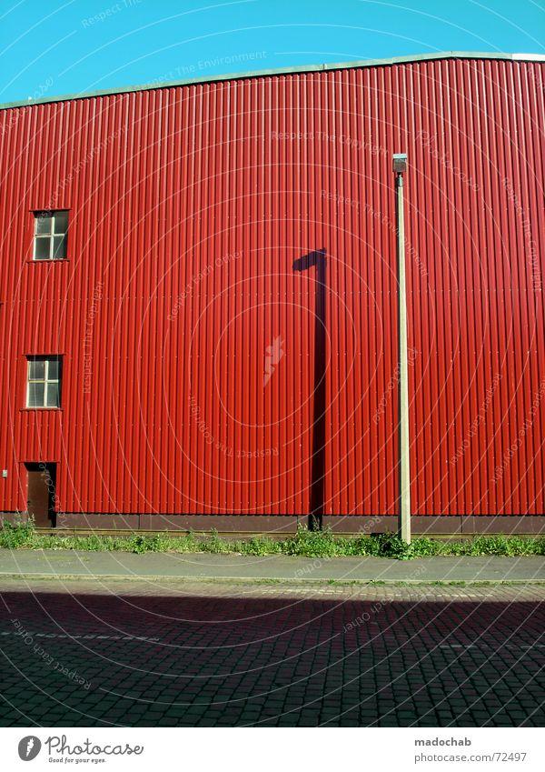 LACK OF GREEN | lager halle architektur warten farben knallbunt schön Himmel Stadt rot Sommer Straße Farbe Wiese Wand Fenster Gras Mauer Gebäude Beleuchtung