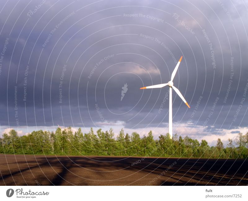windrad Natur Himmel grün blau Wolken Bewegung braun Metall Feld Design Energie Horizont Industrie modern Elektrizität Technik & Technologie