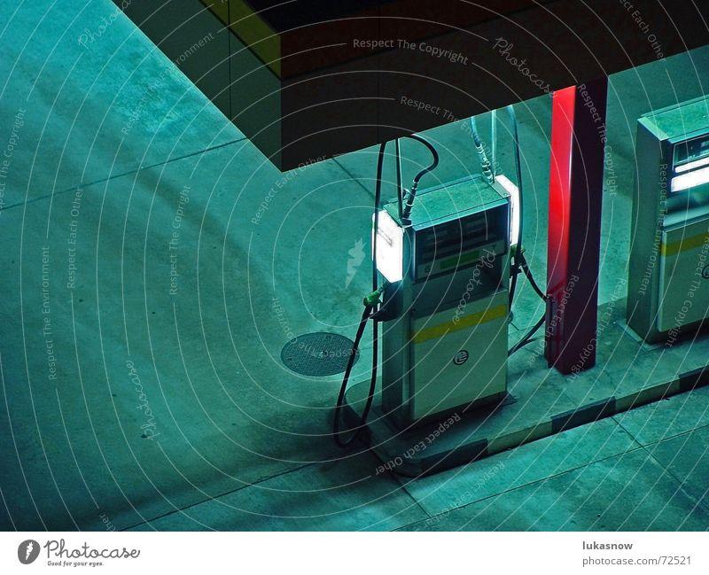 O'ZAPFT Beleuchtung Beton Verkehr Güterverkehr & Logistik Parkplatz Säule Neonlicht Gully Benzin Bordsteinkante Tankstelle Diesel tanken Zapfsäule