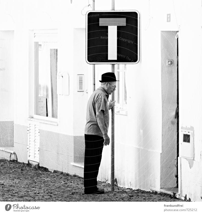 The end Mensch Mann alt Einsamkeit Traurigkeit Senior Gefühle Tod maskulin 60 und älter Armut festhalten Männlicher Senior Krankheit Erwachsenenbildung Ende