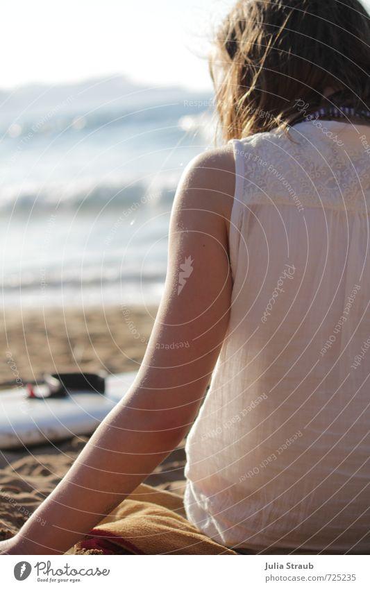 Pa Ferien & Urlaub & Reisen Freiheit Sommerurlaub Strand Meer Wellen Surfbrett feminin Junge Frau Jugendliche 1 Mensch 13-18 Jahre Kind Sand Wasser Sonnenlicht