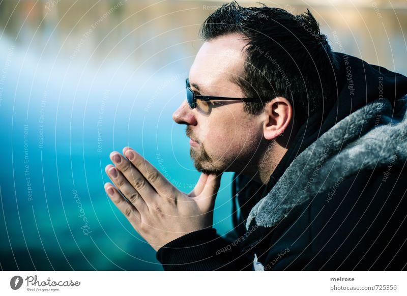 In Gedanken ... maskulin Junger Mann Jugendliche Erwachsene Kopf Hand 1 Mensch 18-30 Jahre Frühling Schönes Wetter Teich Jacke Fell Brille schwarzhaarig