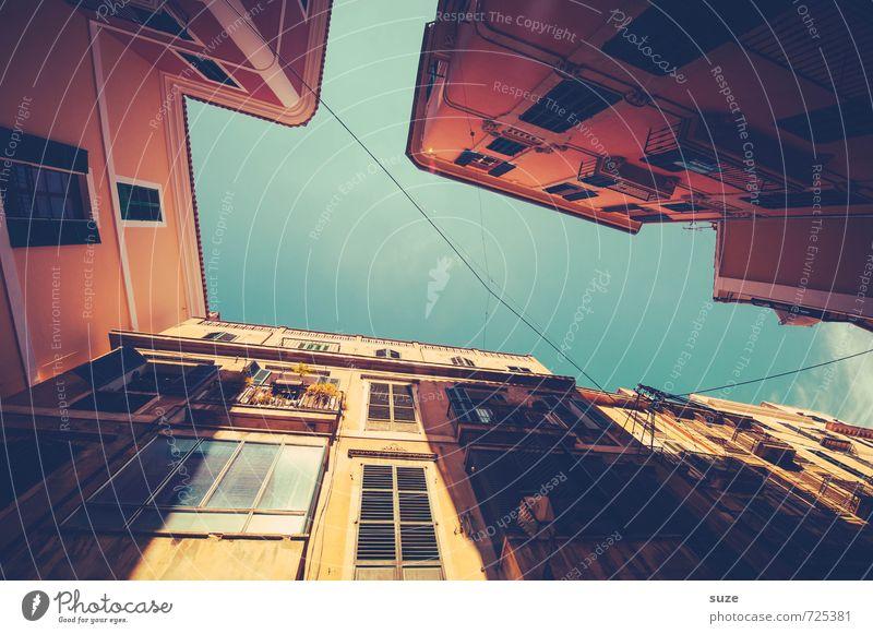 Hausbacken Ferien & Urlaub & Reisen alt Stadt rot Fenster Wärme Wand Architektur Fassade Häusliches Leben fantastisch retro Spanien historisch Balkon
