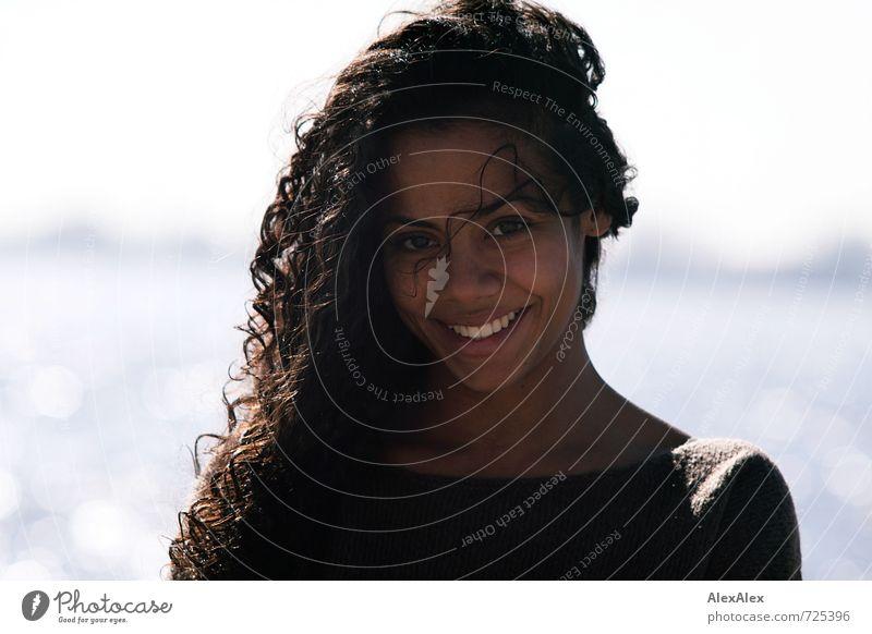 Schön. Jugendliche schön Sommer Sonne Junge Frau 18-30 Jahre Gesicht Erwachsene Haare & Frisuren lachen Glück natürlich glänzend leuchten frei authentisch
