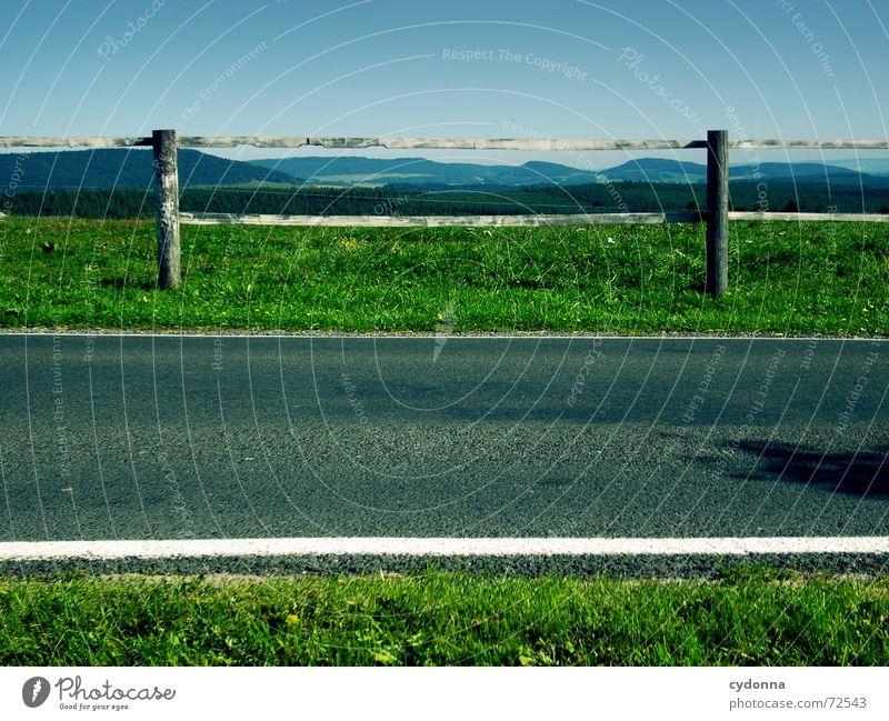 Symmetrie grün Sommer Ferne Straße Wald Wiese Berge u. Gebirge Landschaft Linie leer Ordnung Amerika Verkehrswege Zaun Barriere Symmetrie