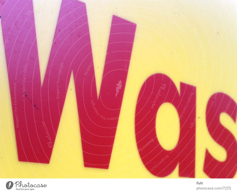 ***********************500 was rot gelb Typographie Stil Buchstaben Fragen Sinn Wort Makroaufnahme Nahaufnahme Schriftzeichen Kontrast Aussage komuntikation