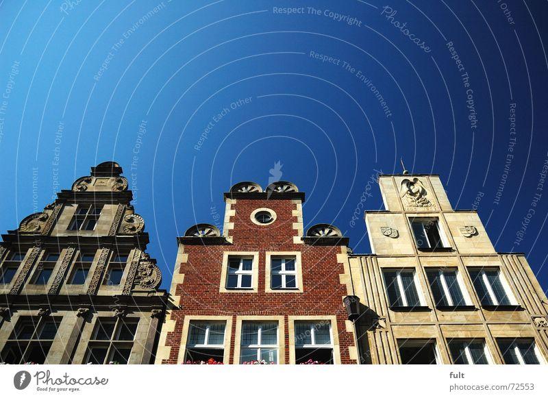 fassade2 Himmel blau Haus Fenster Fassade Münster Blumenkasten