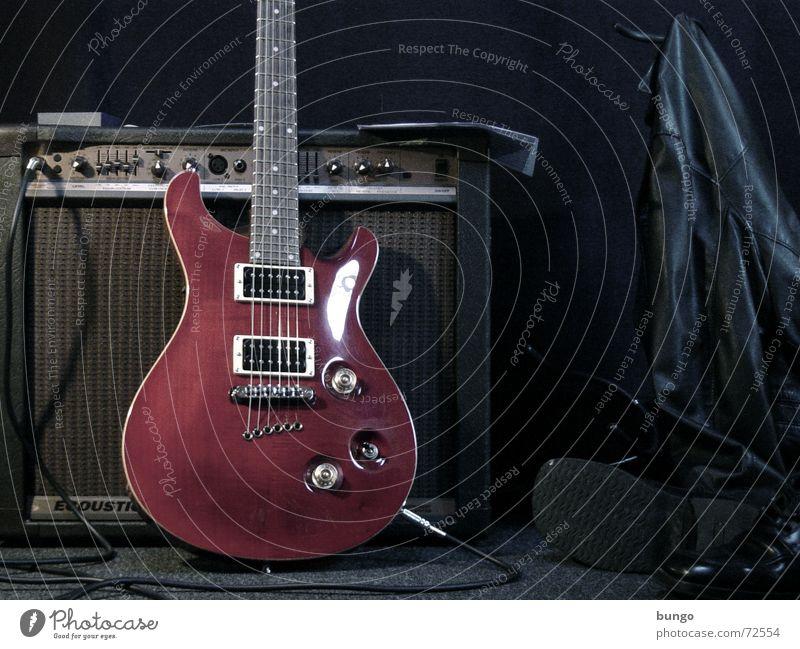 clara vita rot ruhig dunkel Spielen grau Musik Stimmung Schuhe glänzend Kabel Show Schnur Konzert Jacke Rockmusik Wohnzimmer