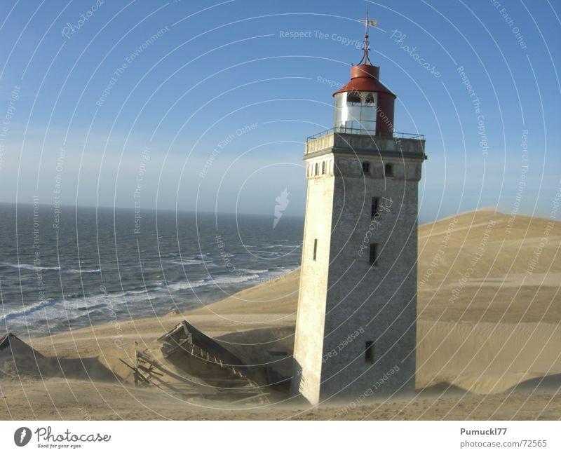 Licht aus! Meer blau rot Strand Ferien & Urlaub & Reisen Haus Holz Sand braun Wind Zeit Horizont Turm verfallen Vergangenheit Ruine