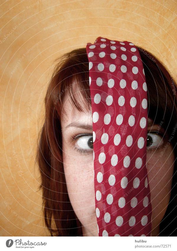 Punkte? Wo? Frau Schal gelb Wand Tuch Gesicht Auge Nase Mund Haare & Frisuren hair woman point Blick eye nose Kopf hulibu