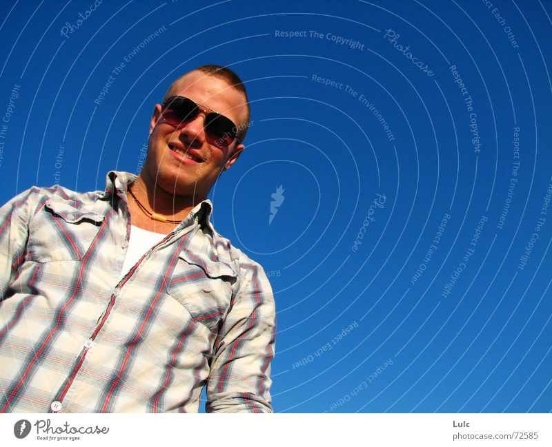 Brighter Day Himmel grinsen guy man sunglasses sky blue Coolness young T-Shirt frog neckless laugh shine notorious