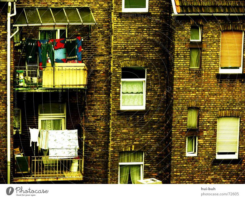 mieteralltag Mensch alt Haus Fenster dreckig Arme Hochhaus kaputt Wäsche Gardine reich Block Marokko Afrika Miete Altbau