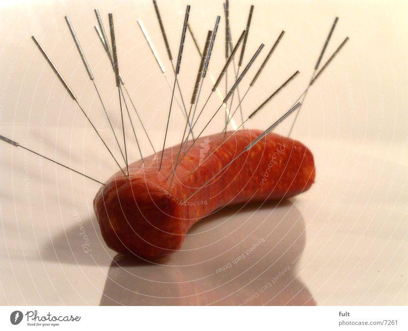 fleisch ohne medikamentenreste rot Ernährung Lebensmittel Metall liegen rund unten lecker Versuch tierisch Fleisch Nadel Wurstwaren ungesund Objektfotografie