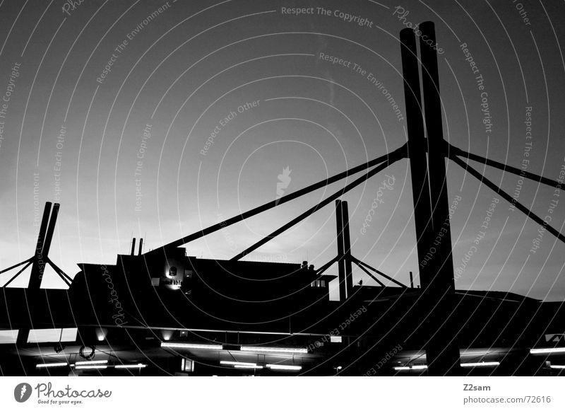 dachlandschaft s/w III Dach U-Bahn Himmel abstrakt Verstrebung Gegenlicht sky Schwarzweißfoto gestänge Pfosten Verbindung Ferne Perspektive aufwärts