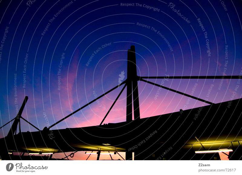 dachlandschaft Dach U-Bahn Himmel abstrakt Verstrebung Gegenlicht Licht Neonlicht gelb Belichtung rosa sky gestänge Pfosten Verbindung Ferne Perspektive