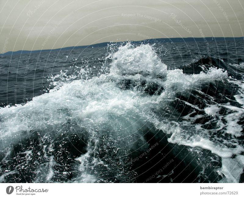 .wave nautisch See Wellen Meer Gischt Ferien & Urlaub & Reisen Wasserfahrzeug kalt Kroatien Sturm Leidenschaft Horizont blau boat ocean sea water