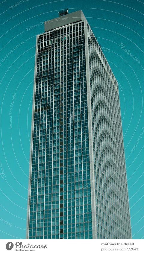 Forum Hotel 2 Himmel blau Haus kalt Berlin Fenster Gebäude Glas Beton Hochhaus hoch Fassade Hotel Schönes Wetter Berlin-Mitte