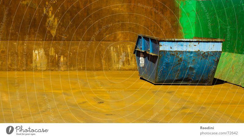 Farbkasten Farbe Metall Ecke Industriefotografie Baustelle Müll Kasten Stahl Rost Eisen Container Staub Recycling Schrott Bauschutt Kratzer